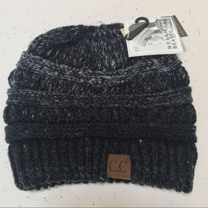 NWT Women's Beanie with pony tail hole